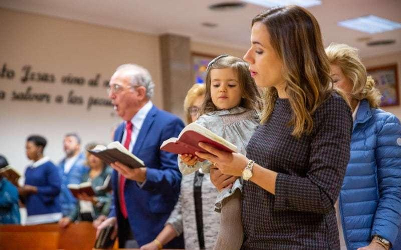 Los domingos nos reunimos para adorar a Dios